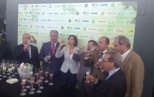 Governo dá o litro e visita AgroSemana