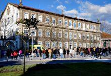 Comissão de Utentes do Centro Hospitalar Póvoa de Varzim/Vila do Conde protestam em frente ao Hospital
