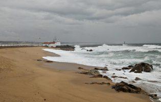 Barras de Vila do Conde e Póvoa de Varzim fechadas até amanhã