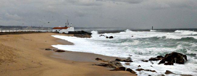 Barras de Vila do Conde e Póvoa de Varzim continuam fechadas