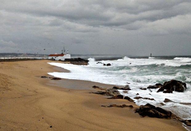 Barras de Vila do Conde e Póvoa encerradas à navegação