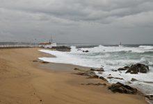 Mar bravo fecha barras de Vila do Conde e Póvoa de Varzim