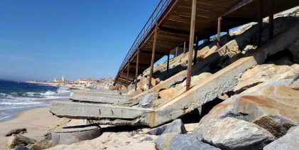 Dique e passadiço de acesso a praia de Vila do Conde em perigo eminente de derrocada