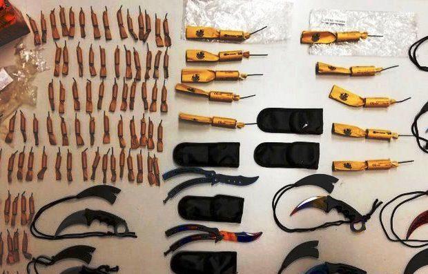 Busca da PSP descobre 210 petardos e 11 armas brancas em casa de jovem de Vila do Conde