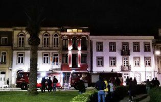 Incêndio em edifício comercial da zona ribeirinha de Vila do Conde obriga à evacuação do prédio