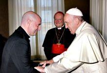 Papa Francisco benze no Vaticano auscultadores de DJ Padre Guilherme da Póvoa de Varzim