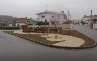 Câmara de Vila do Conde instala parque infantil na freguesia de Malta que está a gerar polémica