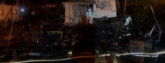Incêndio destrói Roulotte Snack-Bar no recinto da feira semanal da Estela na Póvoa de Varzim