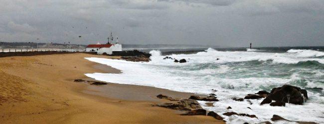 Barras de Vila do Conde e da Póvoa de Varzim fechadas à navegação devido a agitação marítima