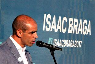 """Isaac Braga abandona NAU """"desiludido"""" com Elisa Ferraz e manifesta apoio ao socialista Vítor Costa"""