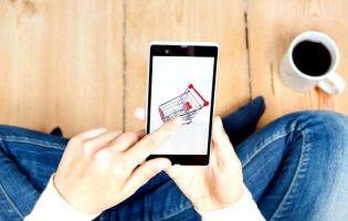 Corrida aos supermercados online congestiona acesso e atrasos na entrega das encomendas