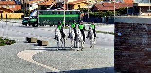 GNR a cavalo para evitar propagação de Covid-19 na freguesia de Mindelo em Vila do Conde