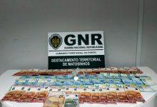 Homem detido em Vila do Conde com 53 doses de cocaína, 14 de haxixe e 1.428 euros em dinheiro