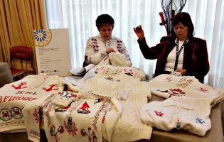 """Fundação DFFWAC que protege mulheres artesãs considera """"grave"""" o plágio da Camisola Poveira"""