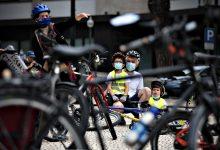 Cerca de 100 ciclistas em vigília na Avenida dos Aliados do Porto contra atropelamentos fatais