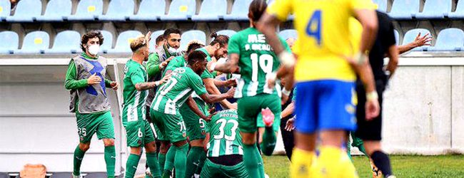 Rio Ave elimina Arouca com golo de Aderllan Santos e passa à fase de grupos da Taça da Liga