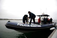 Três pescadores resgatados ao largo de Vila Chã em Vila do Conde após embarcação encalhar