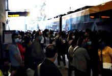Utilizadores criticam metros cheios e autocarros lotados nos transportes públicos do grande Porto