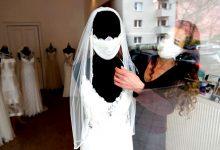 """Casamentos adiados já para 2022 porque noivos querem festas de sonho sem """"desconvidados"""""""
