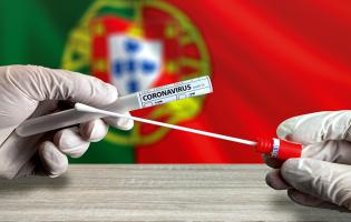Portugal continua a descer na lista de países com novos casos de Covid-19 e mortes por milhão