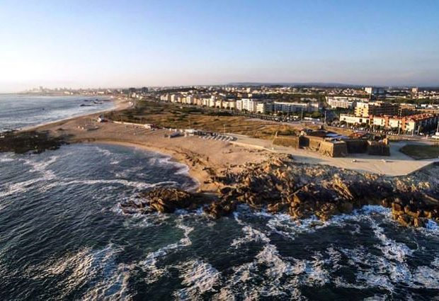 Portugal tem mais 12 praias fluviais e costeiras galardoadas com Bandeira Azul do que em 2020
