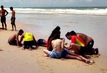 Três jovens e dois adultos resgatados por dois nadadores-salvadores em praia de Vila do Conde