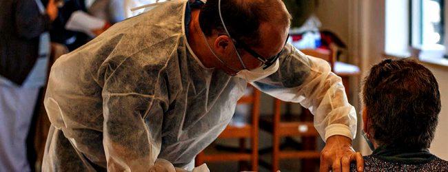 """Peritos da OMS consideram """"aceitável"""" co-administração das vacinas da Gripe e Covid-19"""